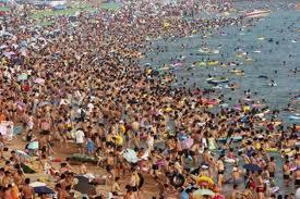 Domingão numa praia chinesa.