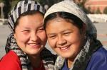 Mulheres da etnia Uyghur - diferenças de traço do chinês das demais etnias.
