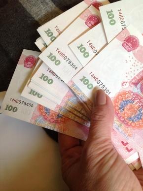 Dinheiro na mão.