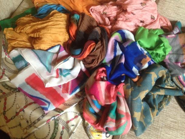 Uma parte dos lenços levados para o Brasil e doados à campanha.
