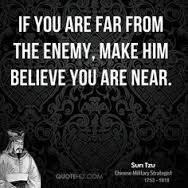"""""""se você está longe do seu inimigo, faça ele acreditar que você está perto."""" Sun Tzu."""