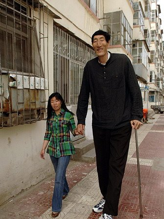 Bao-Xi-shu-worlds-tallest-man