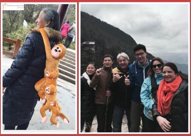 Os macacos de Emei Shan, só vimos os de pelúcia para souvenir... E ainda tivemos que parar para tirar muitas fotos pelo caminho!