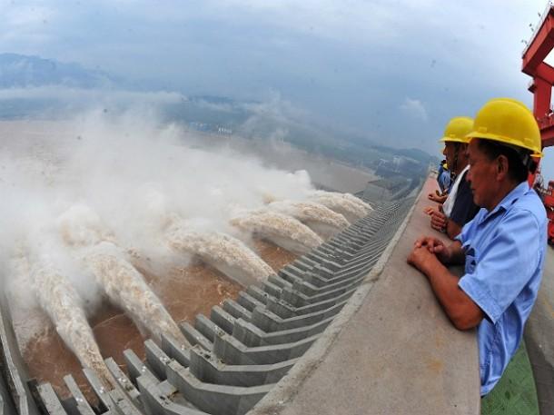 A usina hidrelétrica chinesa de Três gargantas. (Foto: China Out/AFP)