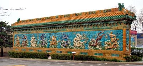 Em Beijing, dentro da Cidade Proibida existe a parede que representa os nove filhos do dragão.
