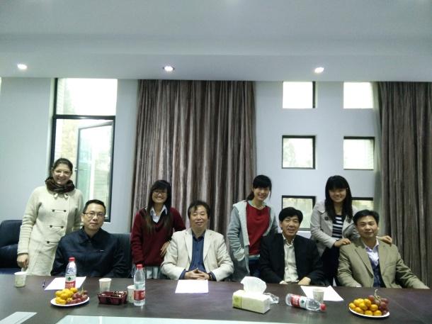 Na universidade com seus professores.