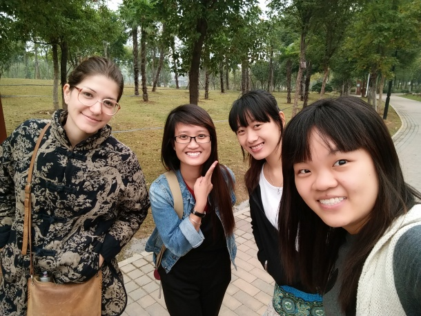 Com suas colegas na Universidade.