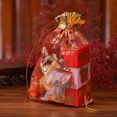 Saquinho com doces e cigarros, são um dos brindes oferecidos aos convidados no final da festa!