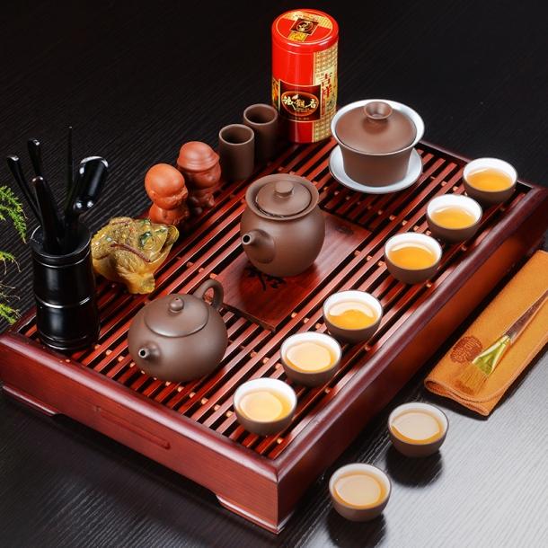 Bandeja tradicional para servir chá.