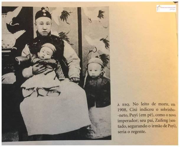 """Foto de uma página do livro """"A Imperatriz de Ferro""""."""