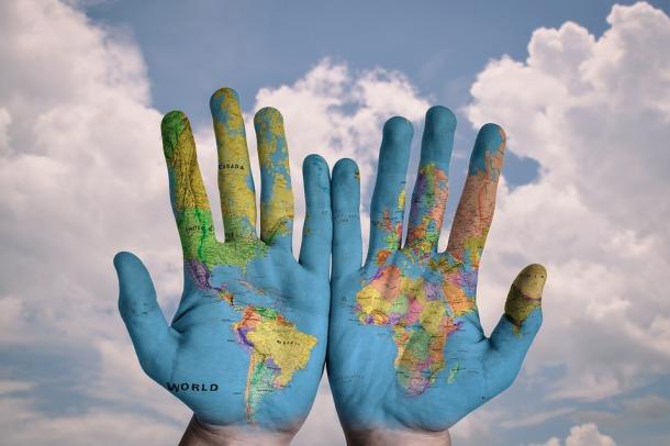 Muitas vezes o mundo está em nossas mãos e nós não conseguimos perceber...