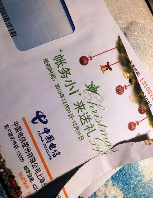 ... e até a correspondência da companhia de telefone estão dentro do espírito natalino!